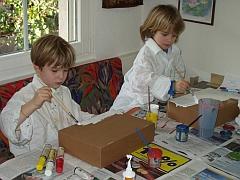 Wettingen Langenstein Apotheke Bild bastelnde Kinder